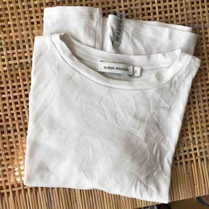 Vit basic T-shirt från Carin wester