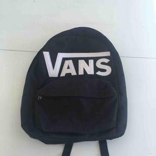 Ryggsäck från Vans                                              Sparsamt använd så i väldigt bra skick :)
