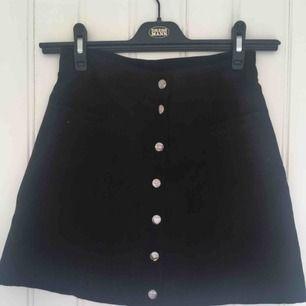 Jättefin kjol med knappar från H&M :)                  Har endast använt ett fåtal gånger