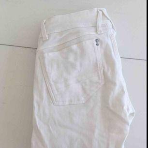 Vita skinny jeans från G-star raw :)                                         Sparsamt använda                                                               Frakten är gratis