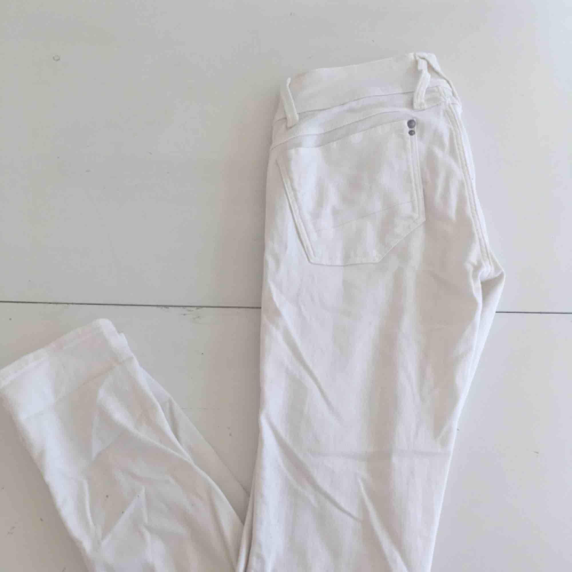 Vita skinny jeans från G-star raw :)                                         Sparsamt använda                                                               Frakten är gratis. Jeans & Byxor.