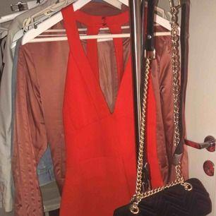 Strl S. Jättesnygg tajt klänning. Nyskick kommer ej ihåg vart den är köpt men köpt för runt 500 kr.