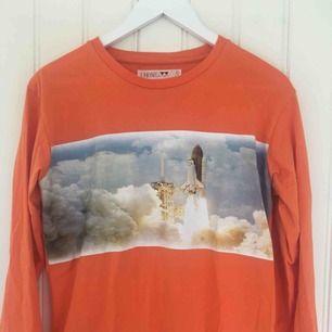 Jättefin tröja från Junkyard :)                              Sparsamt använd och i fint skick