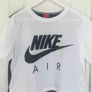 Jättefin tshirt från Nike :)                                    Endast använd ett fåtal gånger så i mycket fint skick