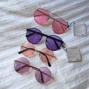 Alla 3 förutom de rosa från Asos är SÅLDA🌹 Snygga brillor perfekt för våren/sommaren! Asos rosa solglasögon: 50kr/styck. Fraktas såklart med bubbelplast🌹