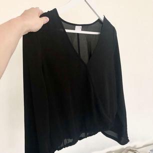 snygg tröja i mesh. Aldrig använd, frakt 20:- eller mötas upp i östersund