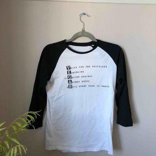 Långärmad tröja med vegan text. Inköpt på vegovision, knappt använd så fint skick! Det är en S men passar M också! Kan mötas upp i Göteborg eller frakta (köparen står för frakt). Betalning sker via Swish!💓⭐️