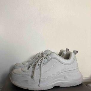Ett par snygga chunky sneakers. Använda några gånger, därmed inte de renaste, men går att tvätta eller bara blöta lite. Används tyvärr aldrig