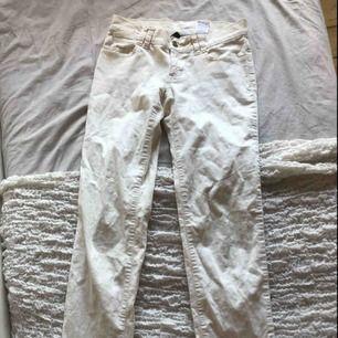 Suupersnygga å trendiga gräddvita Manchester byxor aldrig använda! Köparen står för frakt ✨