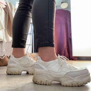 Bronx liknande chunky sko, vilka knappt är använda. Går att putsa upp så är dem som nya :) frakt tillkommer