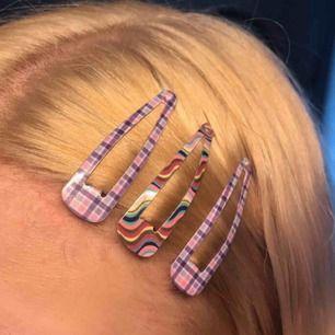 tre hårspännen med mönster. alla tre för 29kr + frakt 9kr! <33