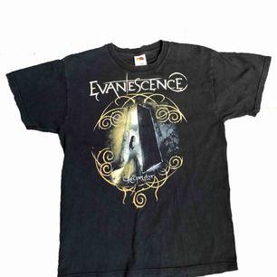 Vintage Band T-Shirt med sjukt snyggt motiv och fading