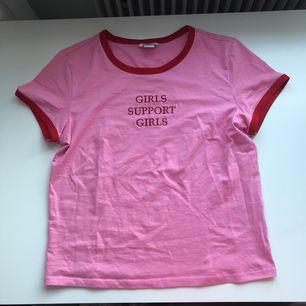 Helt ny T-shirt från Monki💗 Frakt tillkommer✨
