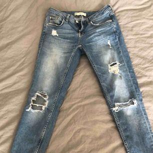 Kristen jeans från GT. Se passformsbilden för färgens rättvisa. Tighta med stuprör