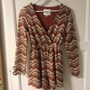 Superfin mönstrad jumpsuit från STAY/Carlings, storlek XS. Lappen är borttagen men den har aldrig blivit använd så nyskick!