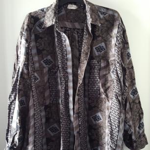 Vintage Shirt, hat ein kleines Loch im Nacken. Es gibt keinen Patch auf stotlek, würde aber über M sagen. Kann gesendet werden, wenn der Käufer für den Versand steht.