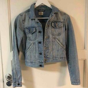 Superfin jeansjacka från Made in the Shade, köpt på Solo. Mycket fint skick!