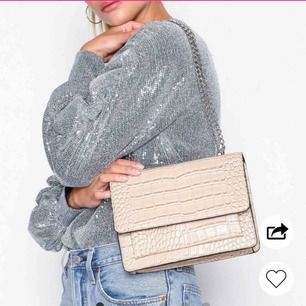 Super schöne Tasche von Nelly gekauft! Brandneu und ungebraucht! Das Preisschild bleibt erhalten