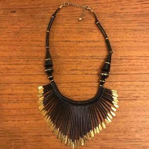 Nytt halsband, 30:- plus frakt 18:- =48:- totalt Har ca 4 st.