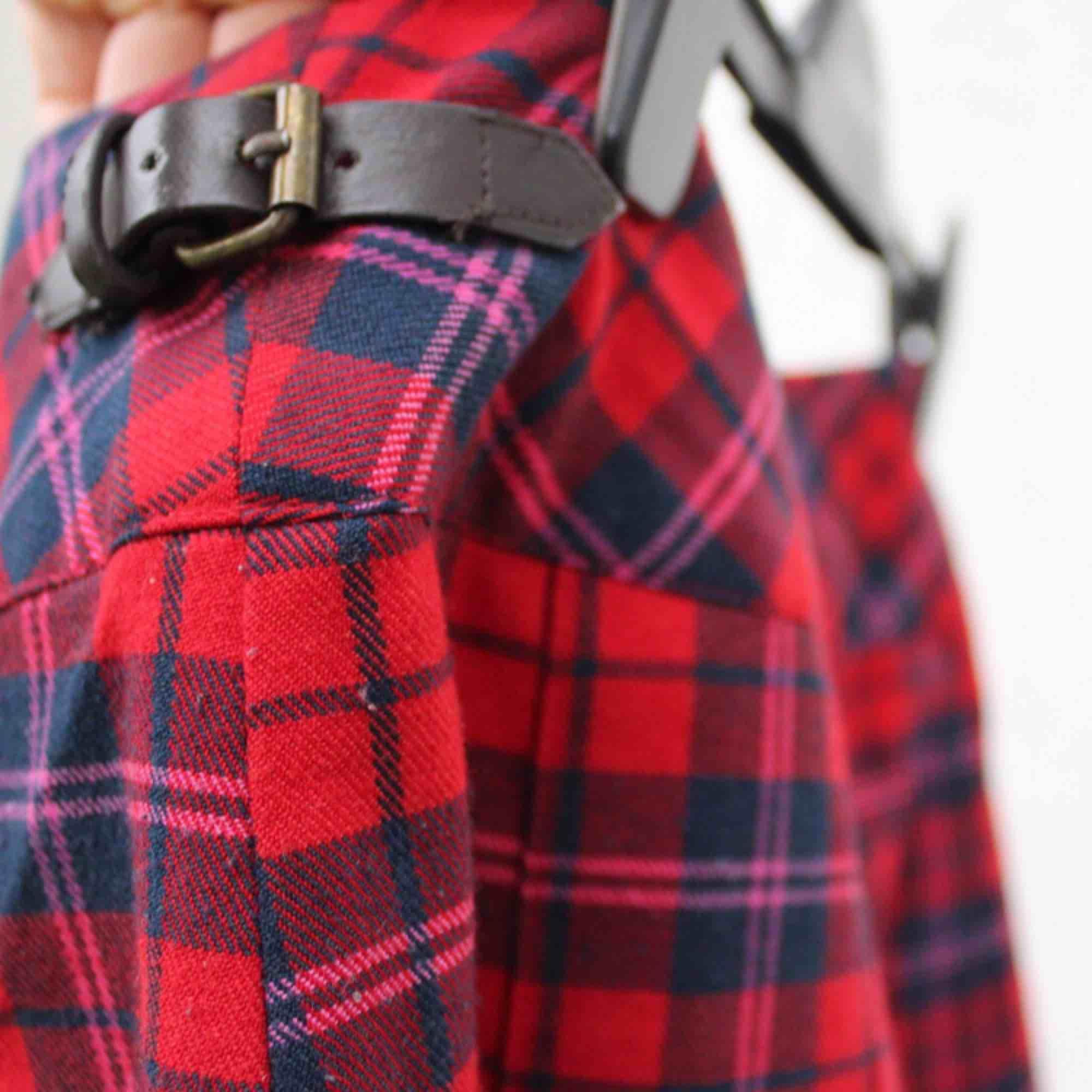 min favvolkjol som för tillfället vara ligger o dammar i garderoben 🌹 ny ägare sökes!! Skotskt med gulligt litet skärp på sidan!  FRI FRAKT. Kjolar.