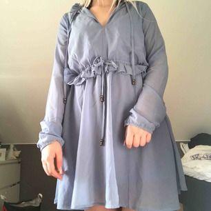 4925dd0cd78b En ljusrosa klänning från Nelly - Klänningar - Second Hand