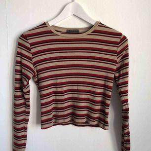 Brandy Melville Randig tröja i perfekt skick. Så fin, kan mötas i Lund eller fraktas mot betalning 💫