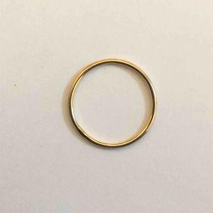 Tunn ring i 18K guld, med stämpel. Tillverkas efter vilken storlek som önskas.