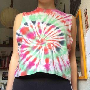 Batik färgat linne köpt från Beyond Retro. Sitter löst, står att det är storlek L men passar M.