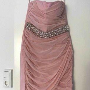 Jättefin festklänning! Bra skick, storlek 38, märke Elise Ryan, köpt i Nelly.com