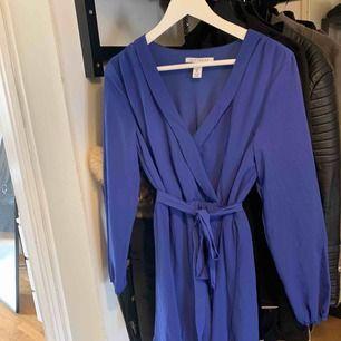 Blå klänning från nelly.com storlek 36, oanvänd