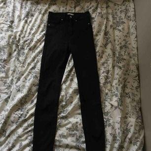 Supersnygga och sköna jeans från ginatricot som tyvärr inte kommit till så mycket användning.