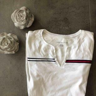 En jättefin t-shirt från Tommy Hilfiger! Säljer den pågrund av att den inte kommer till användning tyvärr 😕