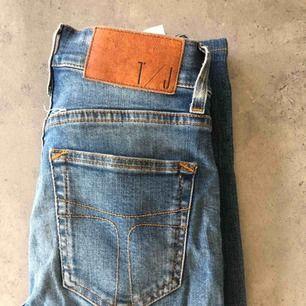 Ett par skinny jeans från Tiger of Sweden! Har används ett par gånger men sitter fortfarande jättebra!🤩 Köparen står för frakt
