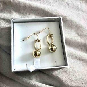 Fina guldiga örhängen. Köpare står för frakt!😊