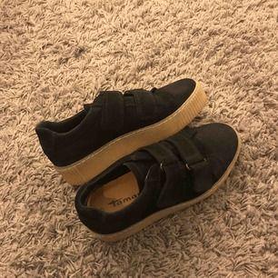 Tamaris sneakers i storlek 37, bra skick, använd bara en gång