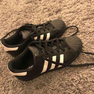 Adidas superstar, ny skick!