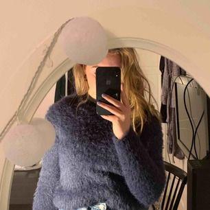 """En lurvig och mysig tröja från märket """"Jacqueline de YONG"""" köpte den för 599:- men säljer för 200+frakt. Fråga gärna om du har någon mer fråga 💕💕💕"""
