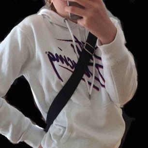 mjuk hoodie köptes på h&m för 249 kr 💗 knappt använd ! fraktar, möts upp, tar swish, skriv gärna vid frågor 🌸