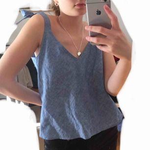 linne i skönt, fint material med mjuk blå färg som tyvärr är alldeles för stort för mig. fraktar, möts upp, tar swish, skriv gärna vid frågor 🌸