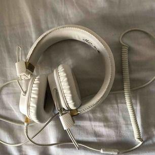 Vita marshall hörlurar knappt använda