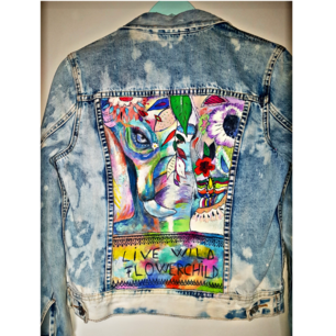 Jacket from FB Sisters that I have painted myself. Just use for pictures and now it's time to find a new home for it. The jacket is sprayed with a WATERPROOf spray. The price can be discussed. 💋 Meet in central sthlm or freight