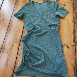 Supercool klänning från Zara!! Färgen är svår att få på bild.