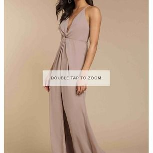 Långklänning i storlek S, 900kr nypris, aldrig använd och prislapp finns kvar