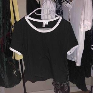 Skitskön t-shirt från H&M! Bra skick, frakt tillkommer