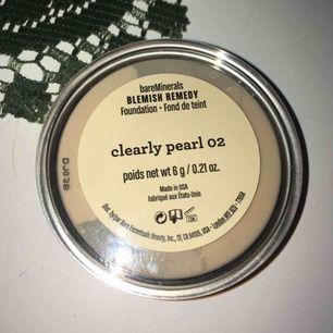 bareMinerals Blemish Remedy Foundation i 02 Clearly Pearl. Mer än hälften av produkten är kvar! Nypris 445 kr.