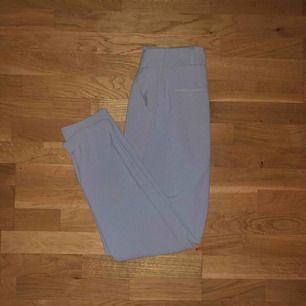 Blågrå byxor från Rut&Circle!! Jättefina men samtidigt väldigt sköna. Endast använda cirka 5 gånger, frakt tillkommer!