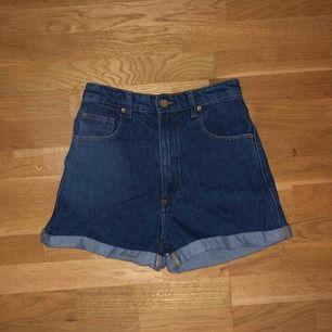Jättefina shorts verkligen!! Aldrig använda då jag köpte de i slutet av sommaren och nu tyvärr inte får på mig dem.. Därför så gott som nya, frakt tillkommer!