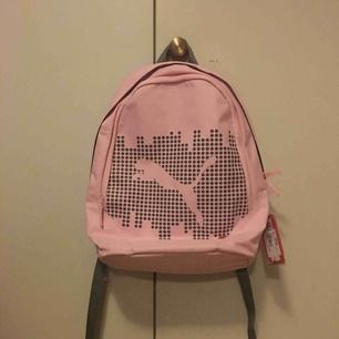 Rosa ryggsäck från puma säljes pga ingen användning. Har fortfarande kvar taggarna och nypriset är 250kr. Frakt tillkommer på 30kr