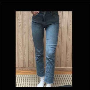 Ett par riktigt snygga jeans som sitter superfint!! 😍😍(Säljer för att de är lite för stora för mig)