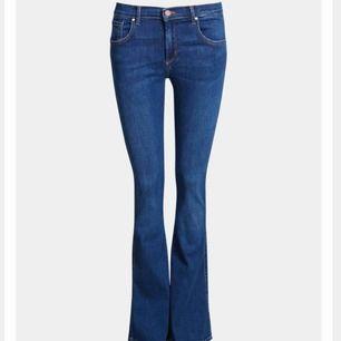 Bootcut-jeans från bikbok, strl xs, normalhög midja. Köpta för 599 kr, säljer för 350 kr hade jag tänkt mig då de är i nyskick eftersom de är använda endast en gång!!🌟